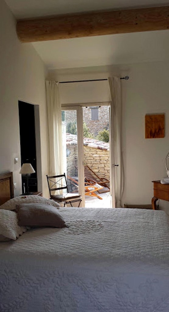 Chambre isabelle 21 les terrasses gordes luberon provence for Chambre d hotes luberon