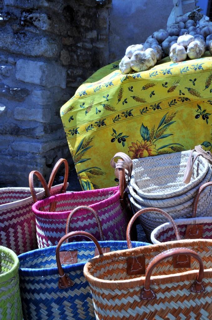 Paniers de provence marches proches les terrasses gordes for Chambre d hote gordes