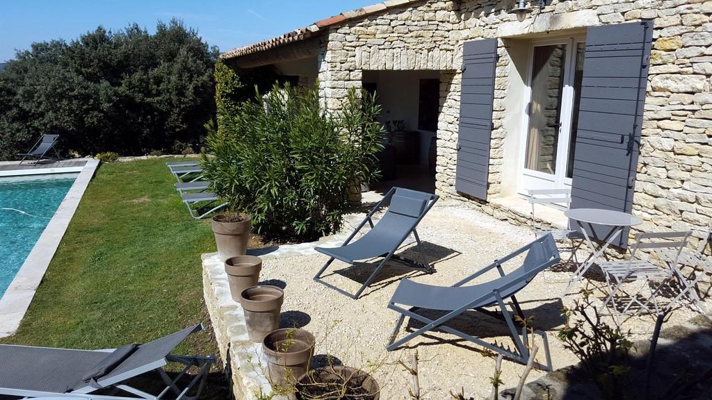 Terrasse chambre jade hiver terrasses de gordes luberon for Chambre d hote gordes